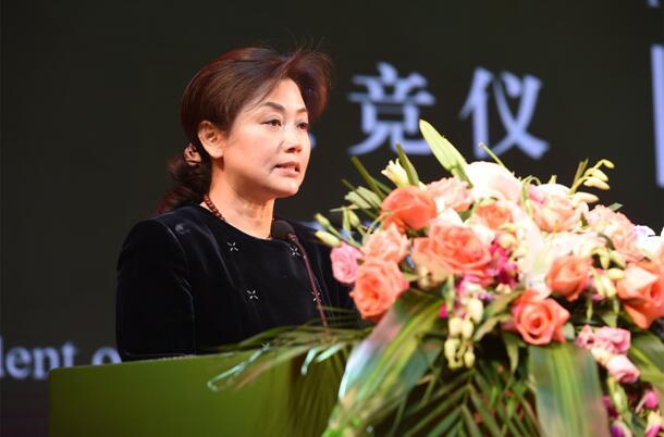 中国优质农产品开发服务协会会长黄竞仪发表主题演讲