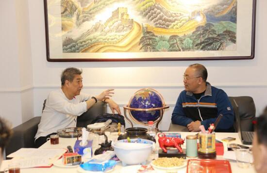 翟健民老师与山水米兰文博商业街创始人王丰先生洽谈